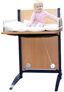 wickeltisch h henverstellbar wickeltische f r kinderg rten und kindertagesst tten. Black Bedroom Furniture Sets. Home Design Ideas